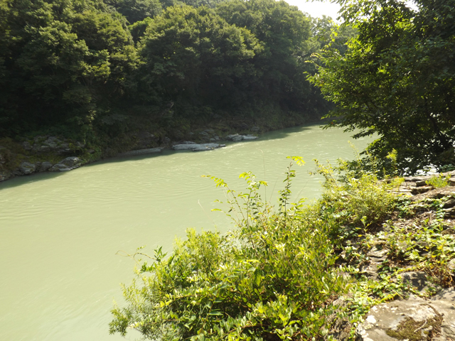 池と渓谷美