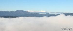 秩父雲海と両神山